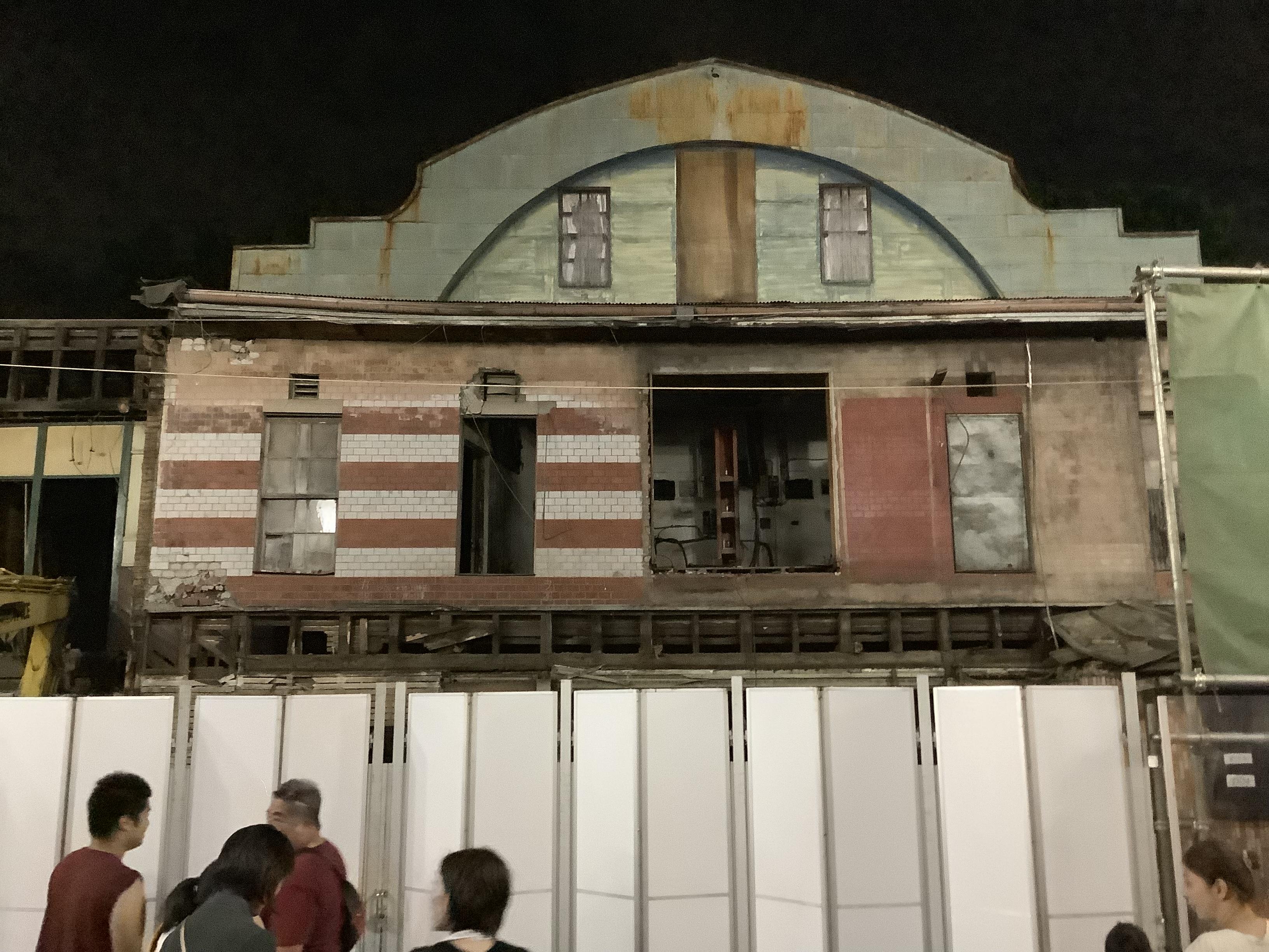 解体工事中の旧鶴川座