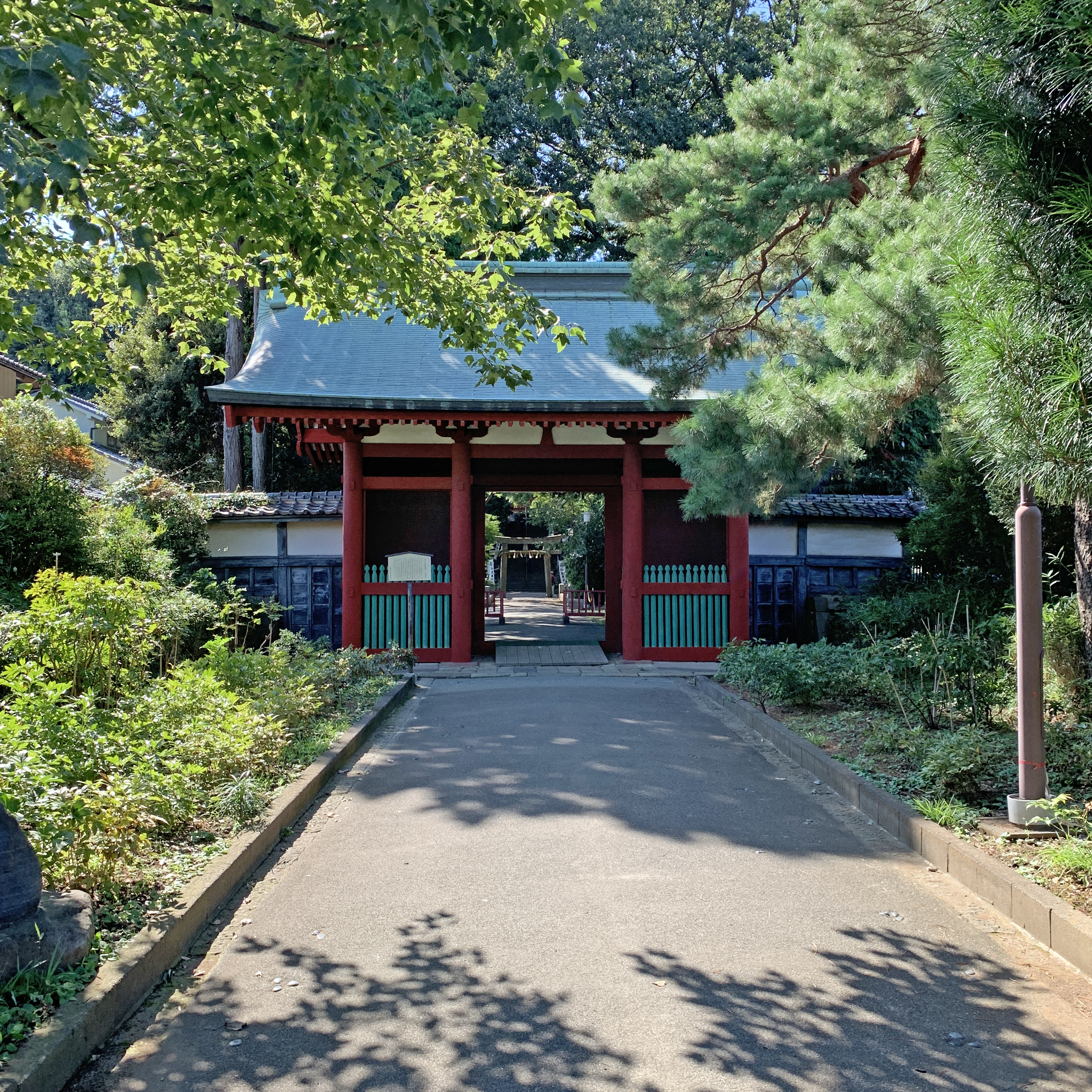 entrance from the side of Senba Toushou-gu