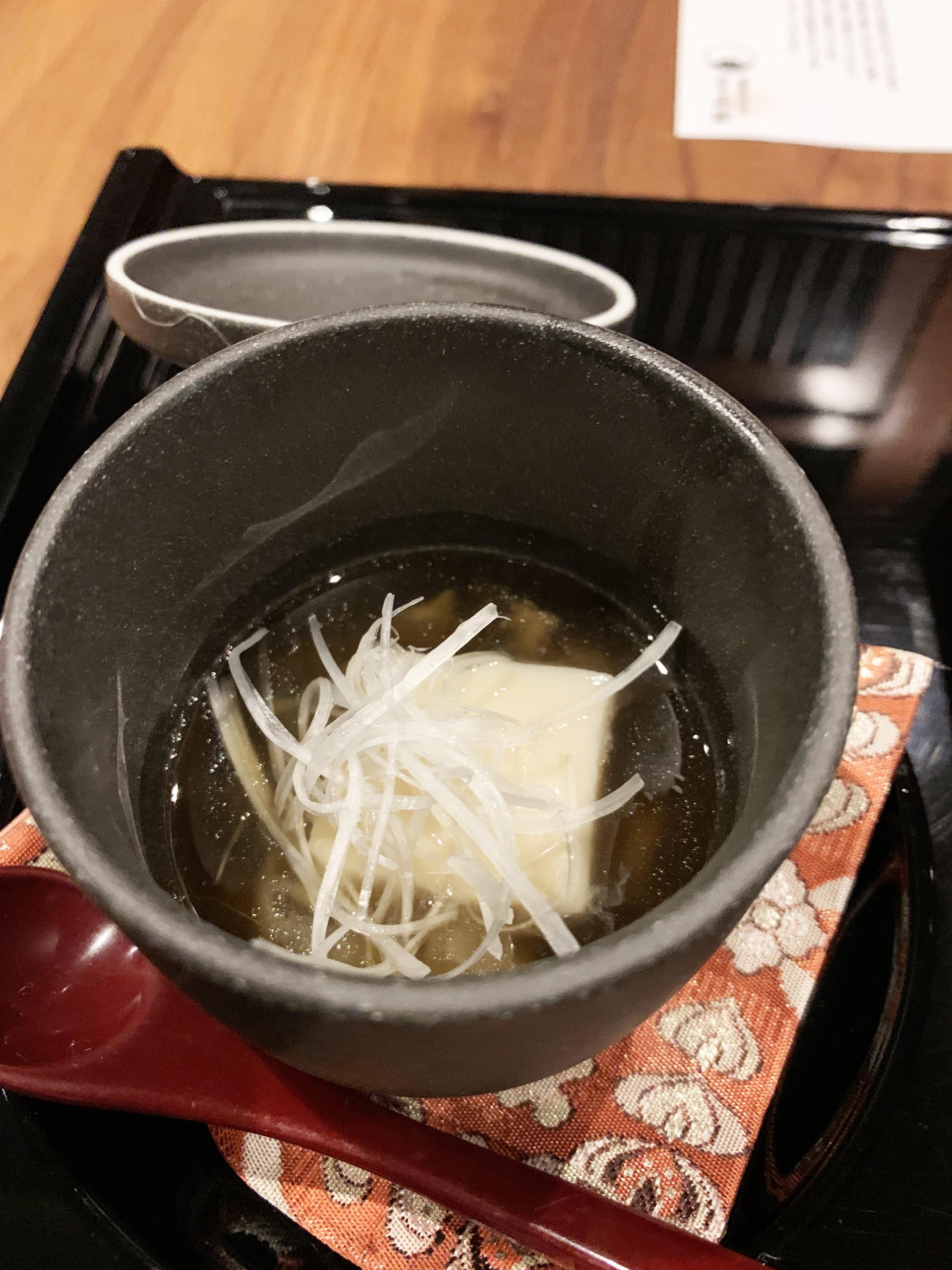 フカヒレ餡かけ胡麻豆腐