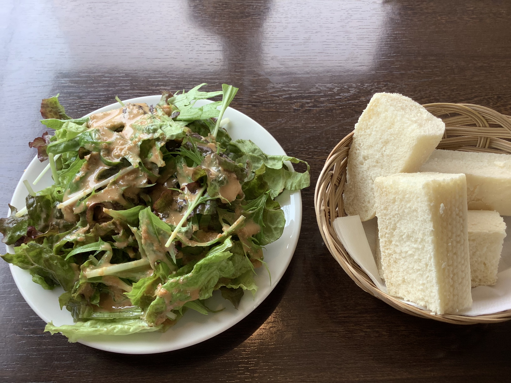 サラダとパン