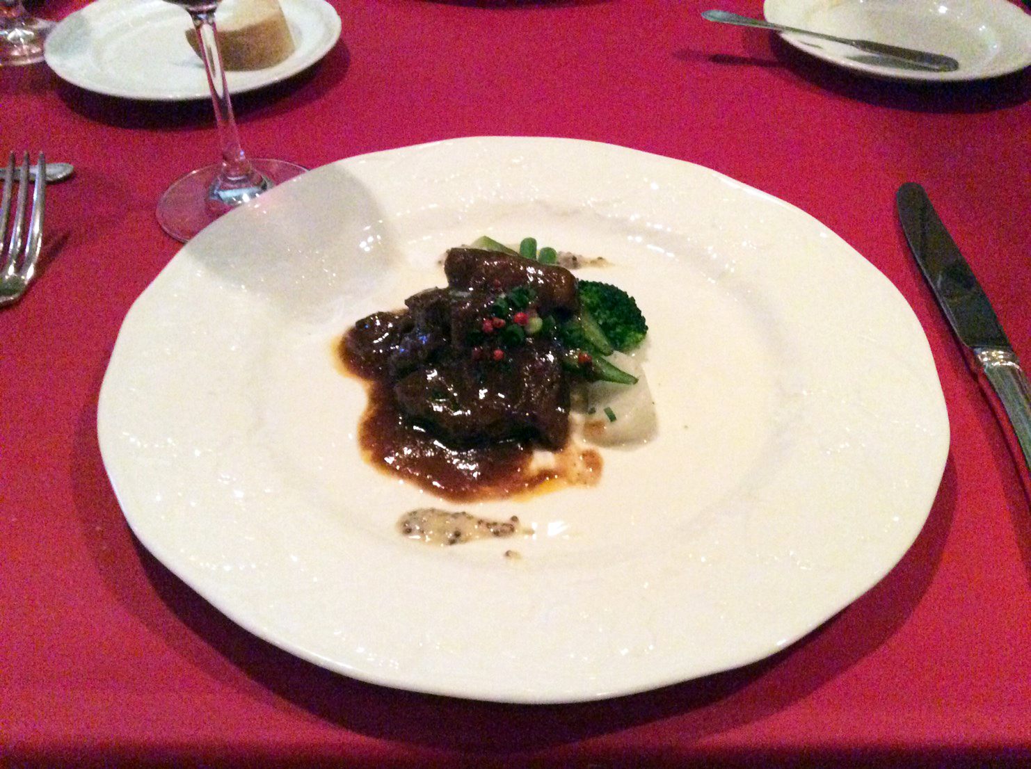 beef cheek meat boiled with red wine