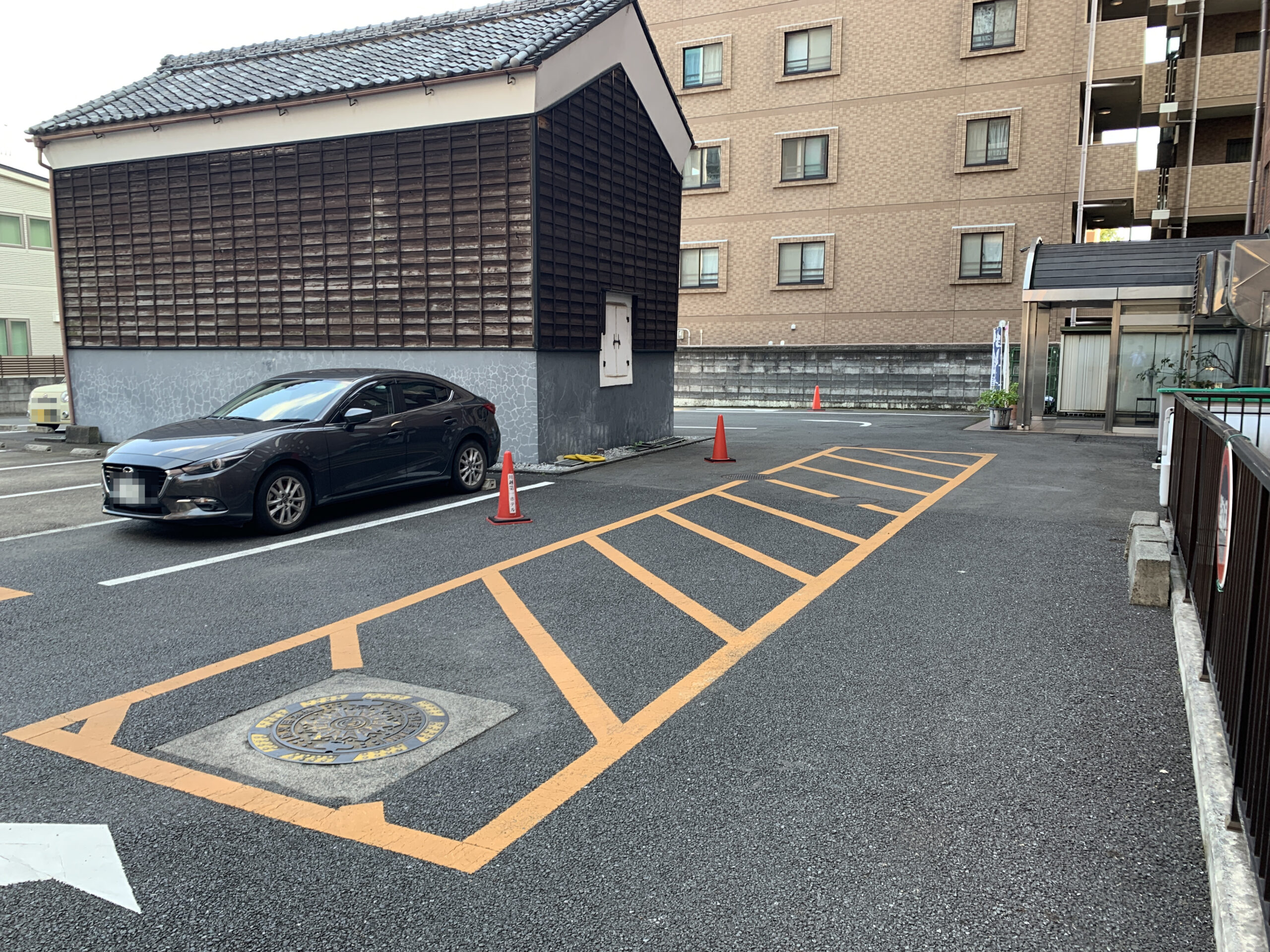ホテル裏側駐車場-川越第一ホテル駐車場